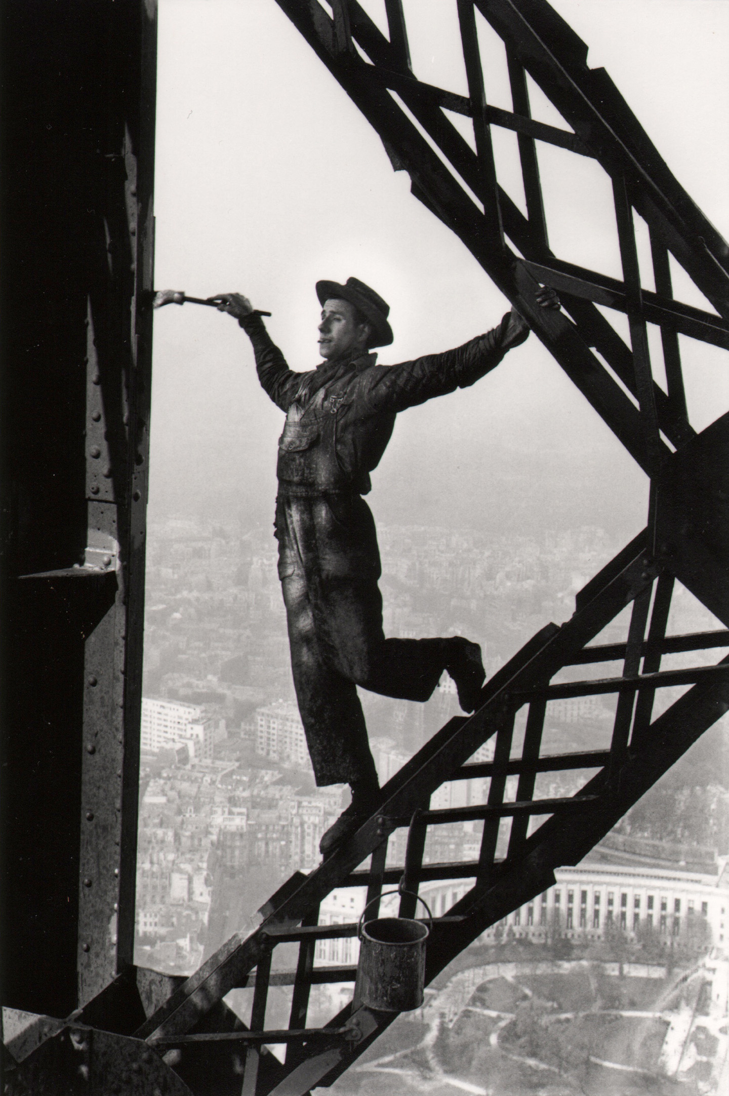 Marc-Riboud_The-Eiffel-Tower-Painter,-Paris,-1953