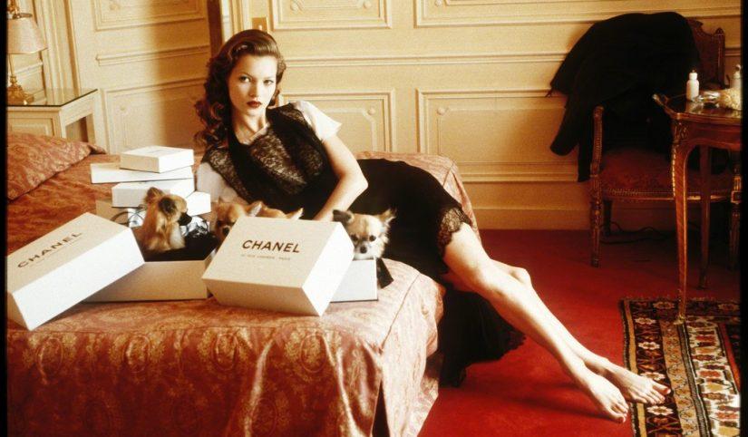 Arthur Elgort_Kate Moss, Hotel Raphael, Paris, 1993