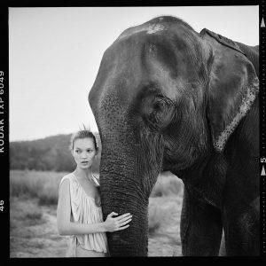 Arthur-Elgort_Kate-Moss-Vogue-Italia-Nepal-1933