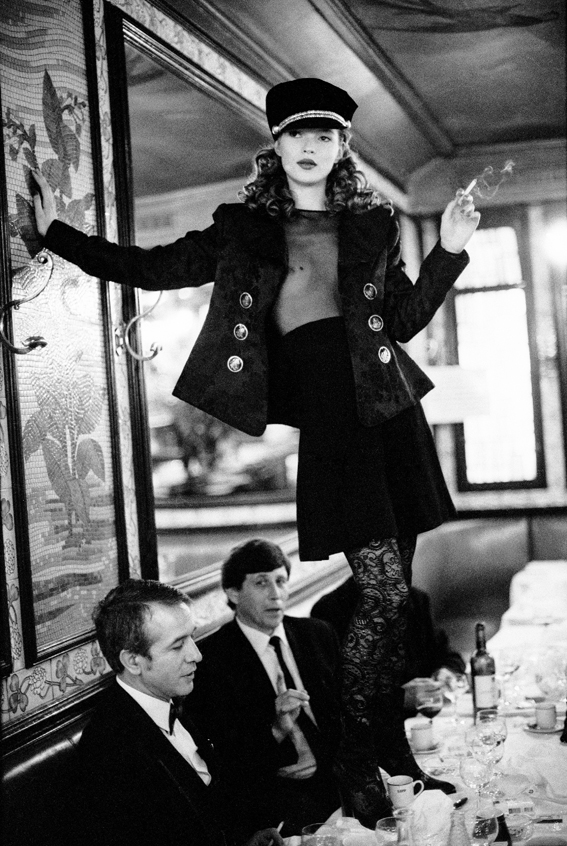 Elgort-Kate-Moss-Cafe-Lipp-Paris-1993