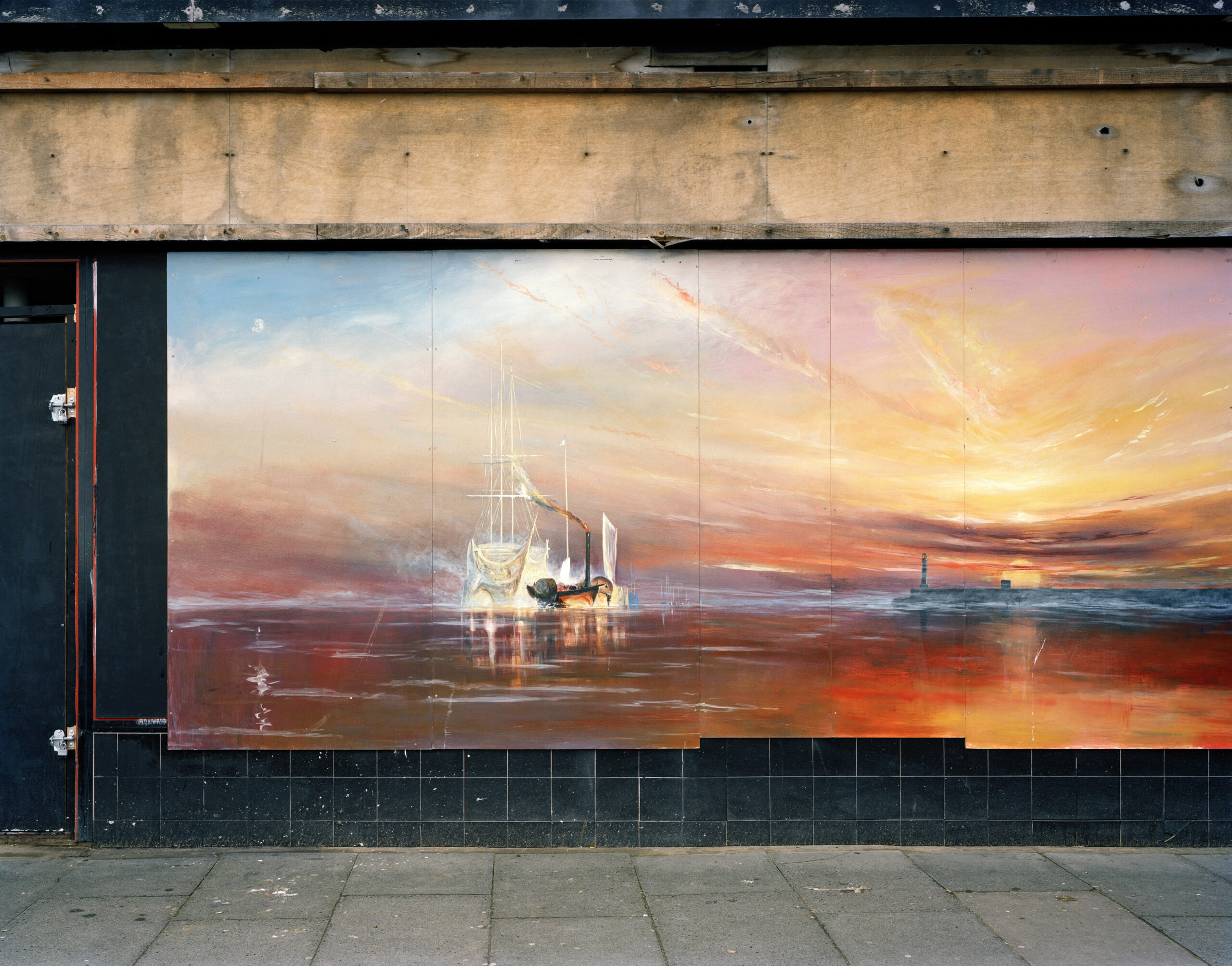 GB. England. Kent. Margate. Mural of JMW Turner's 'The Fighting Temeraire' on an empty shopfront. Margate will be the home of the new Turner Centre, due to  open in 2010. January 2009. Contact email: New York : photography@magnumphotos.com Paris : magnum@magnumphotos.fr London : magnum@magnumphotos.co.uk Tokyo : tokyo@magnumphotos.co.jp Contact phones: New York : +1 212 929 6000 Paris: + 33 1 53 42 50 00 London: + 44 20 7490 1771 Tokyo: + 81 3 3219 0771 Image URL: http://www.magnumphotos.com/Archive/C.aspx?VP3=ViewBox_VPage&IID=29YL530L7SKC&CT=Image&IT=ZoomImage01_VForm